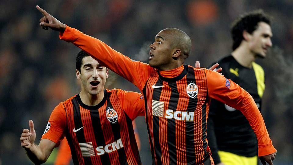 Douglas Costa festeja un gol del Shakhtar