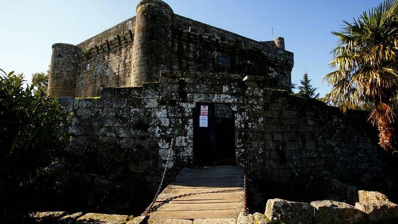 El castillo de Vilasobroso en fotos.Guardias civiles que patrullarán por el sur de la provincia de Pontevedra hasta el 15 de septiembre.