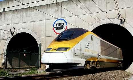 Un tren emerge del túnel del Canal de La Mancha en el 2006.