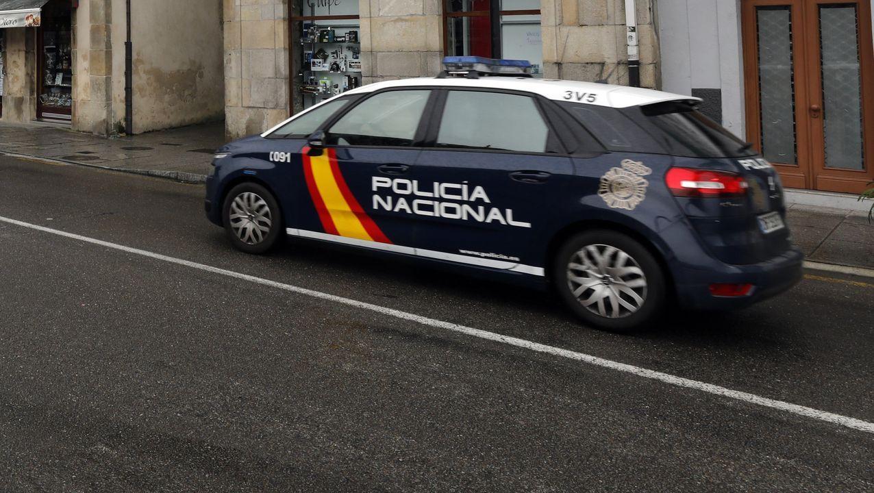 Manifestación de Alcoa en Viveiro.Una patrulla de la Policía Nacional