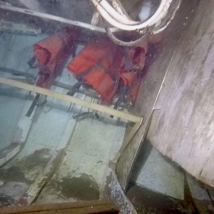 Humo procedente de la embarcación que ardió en Miño