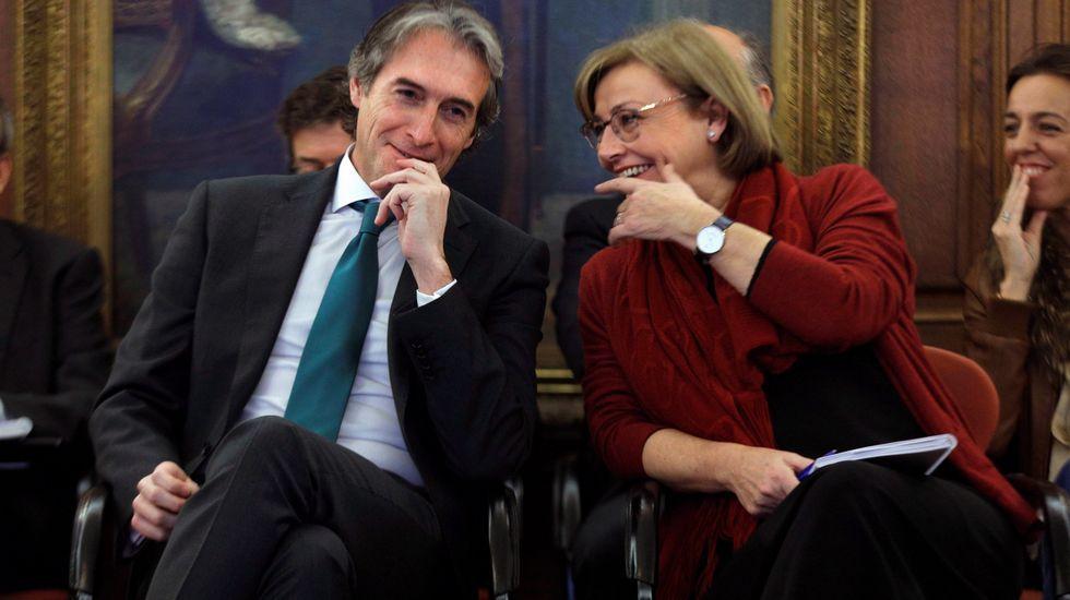 El ministro de Fomento, Íñigo de la Serna, y la alcaldesa de Avilés, Mariví Monteserín