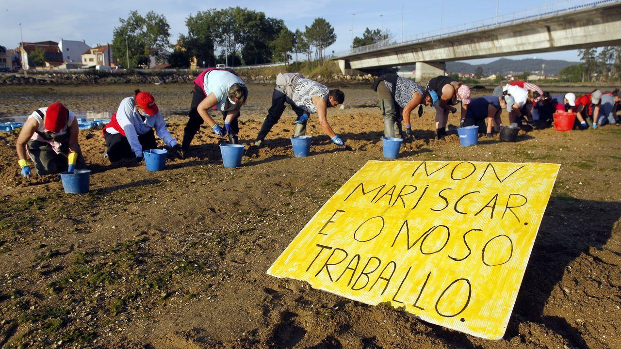 Vídeo de las mariscadoras de Vilanova de Arousatrabajando y protestando contra el furtivismo.Guardapescas de Cabo de Cruz