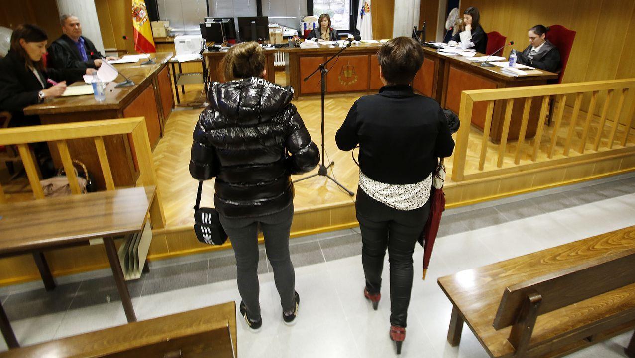 Medio centenar de parejas casadas renuevan sus votos en la «Love Renovation».Atasco en los juzgados de Vigo durante la huelga del 2018