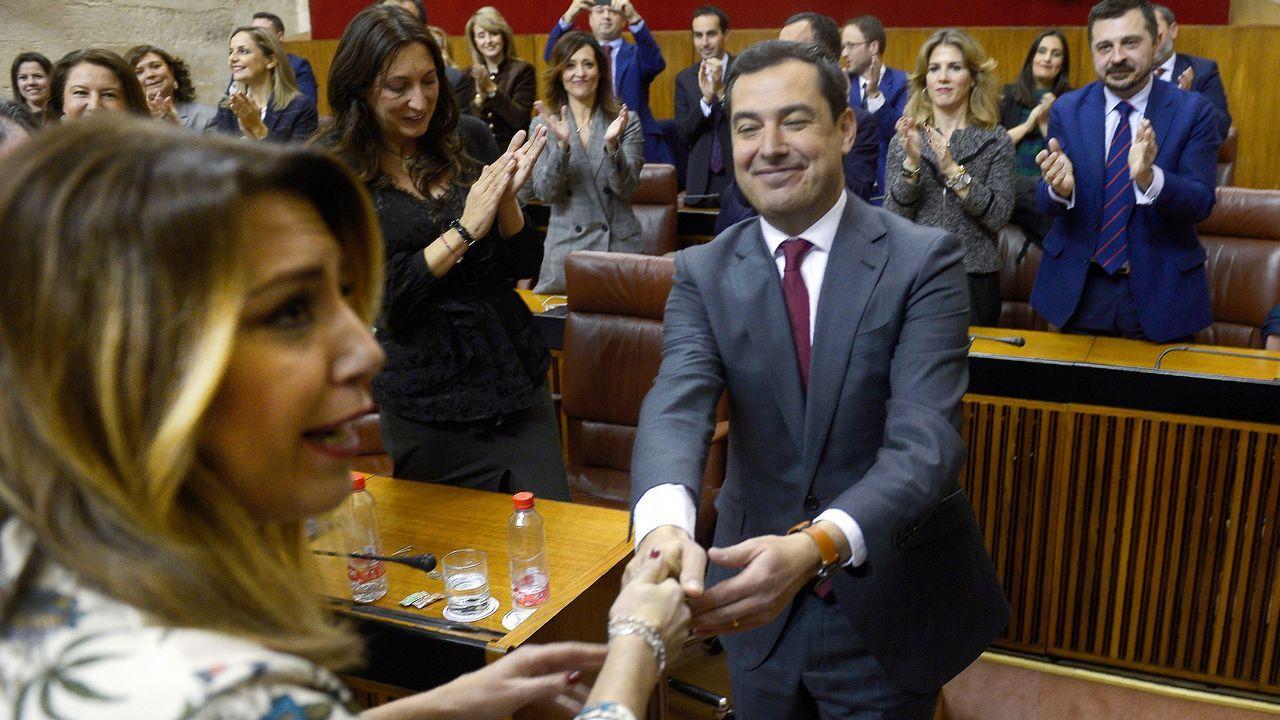 Sánchez comparece tras plantear a los presidentes autonómicos una nueva prórroga.Moreno recibe el saludo de Susana Díaz y el aplauso de los diputados del PP tras ser investido.