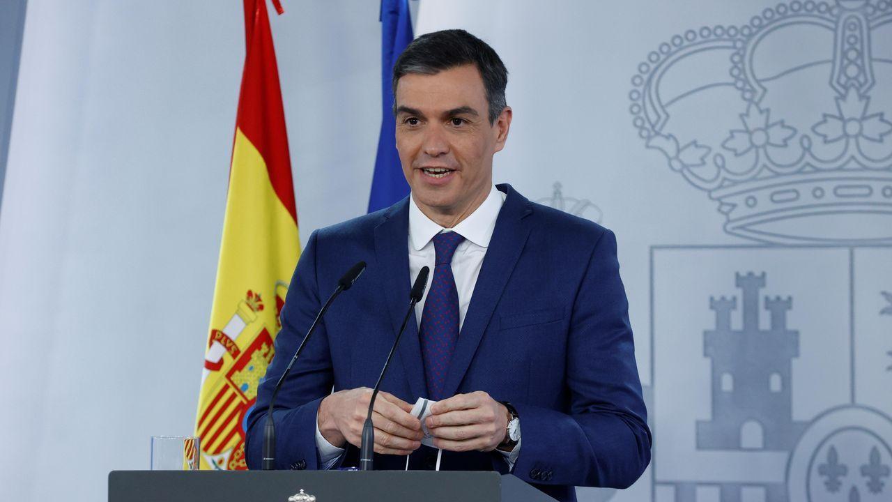 En directo: Comparecencia de Pedro Sánchez tras el Consejo de Ministros.El presidente del Gobierno, Pedro Sánchez posó con sus ministros para la foto de familia antes del Consejo de Ministros en el Palacio de la Moncloa en Madrid este martes