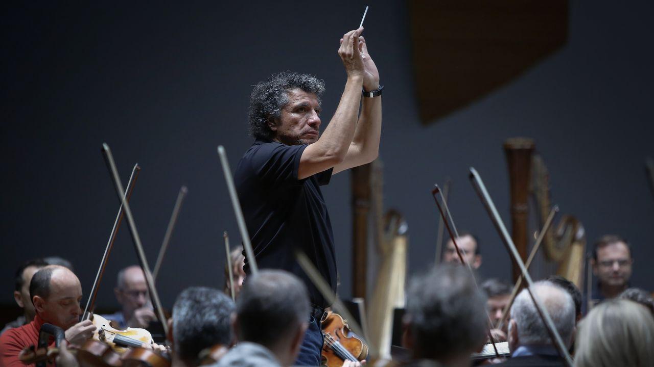 Guerrero, en un ensayo con la Orquesta Sinfónica de Galicia