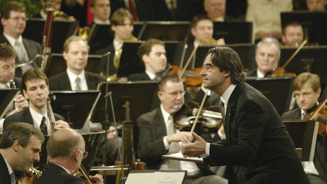 Riccardo Muti, en una imagen de archivo, dirige la Filarmónica de Viena durante el Concierto de Año Nuevo.