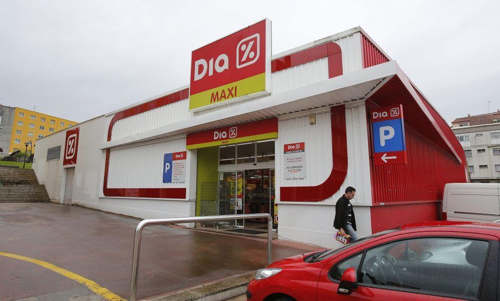 En el supermercado, ubicado en la rúa Areal, trabajan seis empleadas.