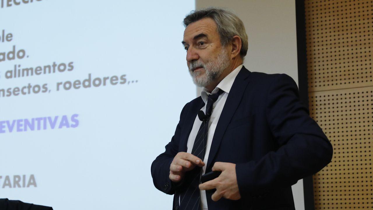 El entrenador del COB, Gonzalo Garcia de Vitoria, en la previa del partido contra Basquet Coruña.Pedrouzo presentó en Ourense «Esto no es Oregón»