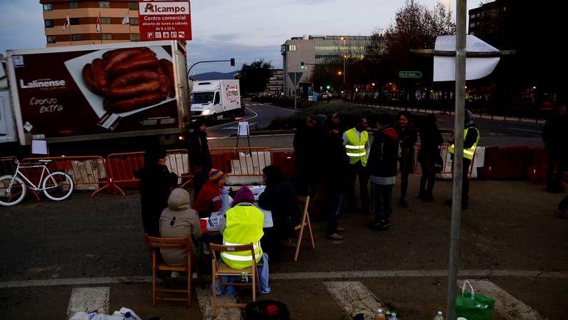 Los vecinos luchan contra el barco en Coia.Un grupo de vecinos se han movilizado para impedir las obras previstas por el alcalde.
