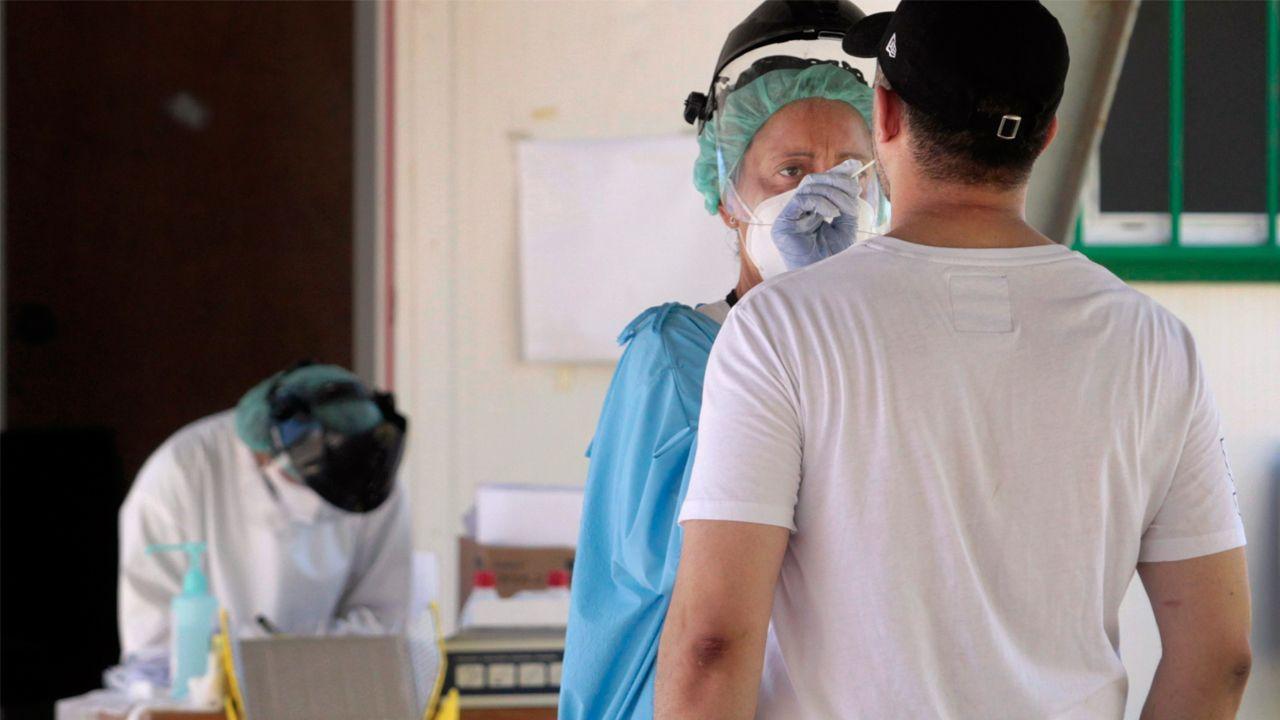 Las fotos del San Blas de la pandemia.Pruebas de coronavirus en el Hospital de Monforte