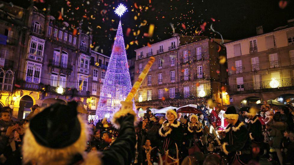 LUCES DE NAVIDAD EN OURENSE.Iluminación navideña en la praza Maior de Ourense