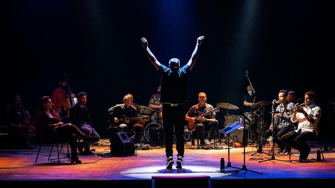 Detalle do concerto que a orquestra ofreceu o 12 de setembro no Teatro Principal compostelán e que rexistra integramente o álbum