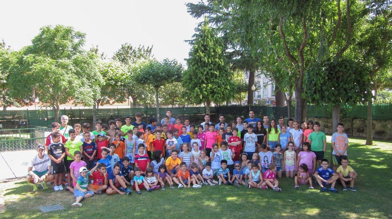 Imagen de los participantes en las escuelas deportivas de Verín en el 2019