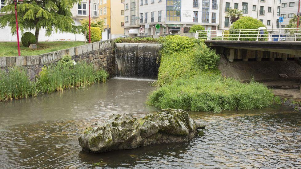 El agua decora las calles de Carballo: chequeo a las fuentes. ¡Imágenes!