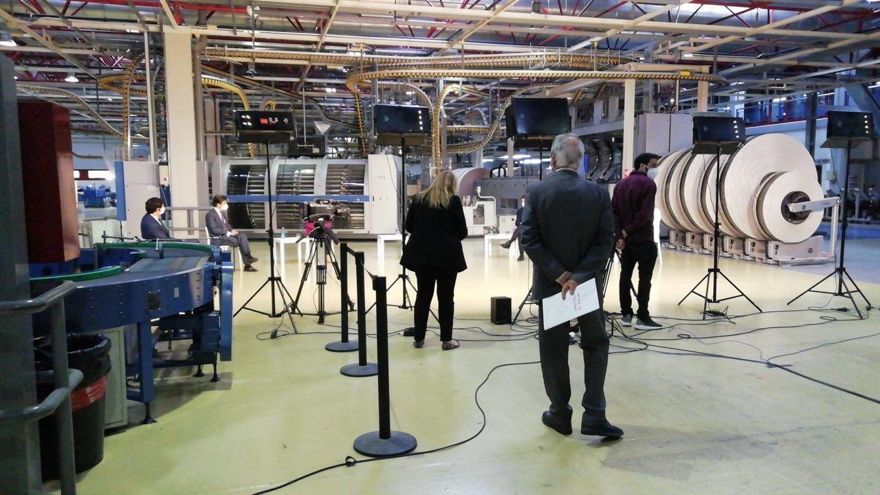 Las mesas se desarrollan en distintos espacios de La Voz, como la sala de cierre de la rotativa