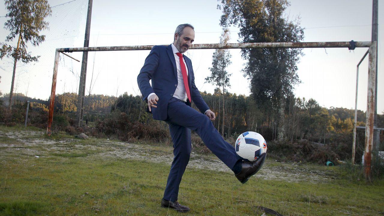 Quince campos de fútbol y un balón desesperado