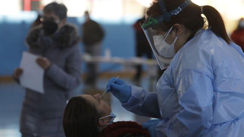 Sanitarios de Ourense alertan sobre la saturación hospitalaria y apelan al autoconfinamiento.El cribado en A Limia destapó 70 positivos