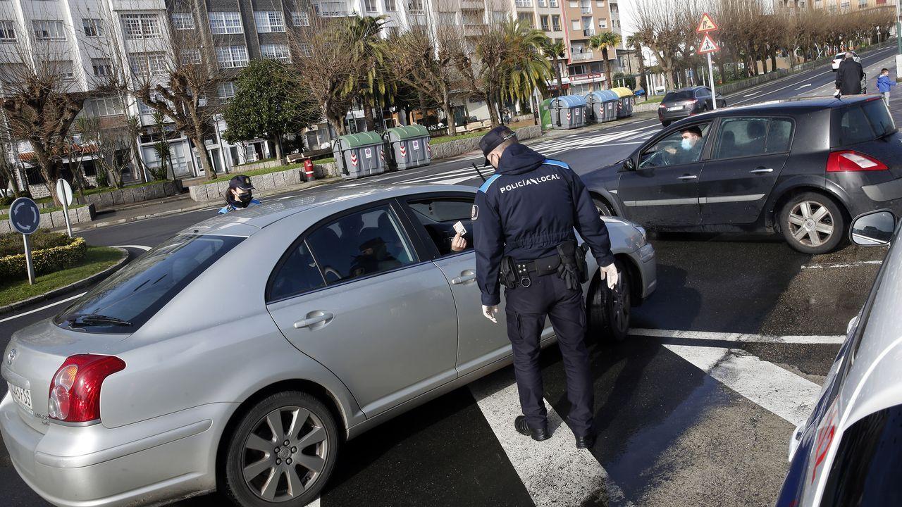 guardia civil asturias.Imagen de archivo de laPolicía Local de Ribeira haciendo controles