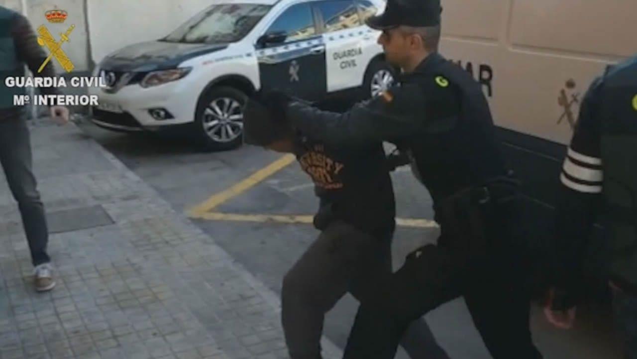 A prisión los cuatro detenidos por abusar sexualmente de una joven de 19 años.Afectados por las riadas inician la limpieza en Los Alcázares, uno de los municipios mas afectados por las inundaciones