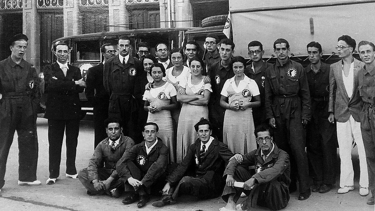Presentación del libro de José Villacís en Boiro.Federico García Lorca (detrás, en el centro) y el grupo teatral La Barraca