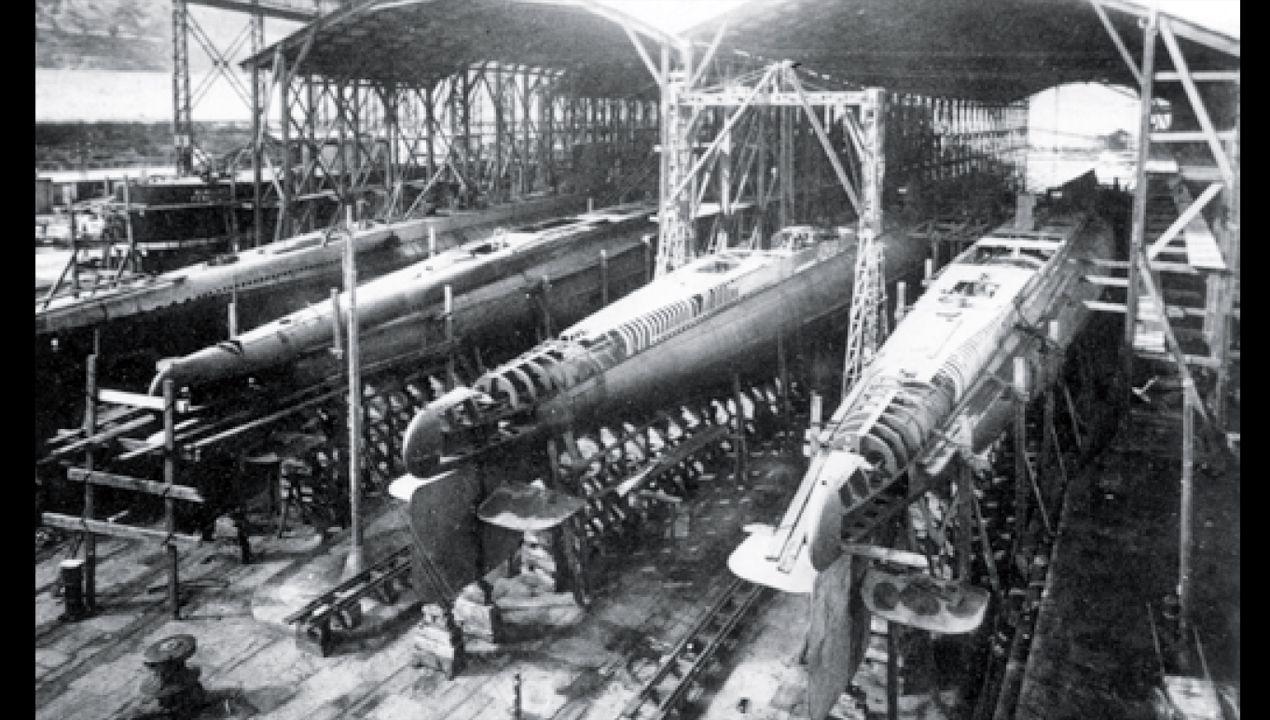 Construcción en Cartagena, en 1928, de los submarinos españoles de la clase C, los números 3 al 6. Todos fueron hundidos durante la Guerra Civil, entre ellos el C-5, frente a las costas asturianas