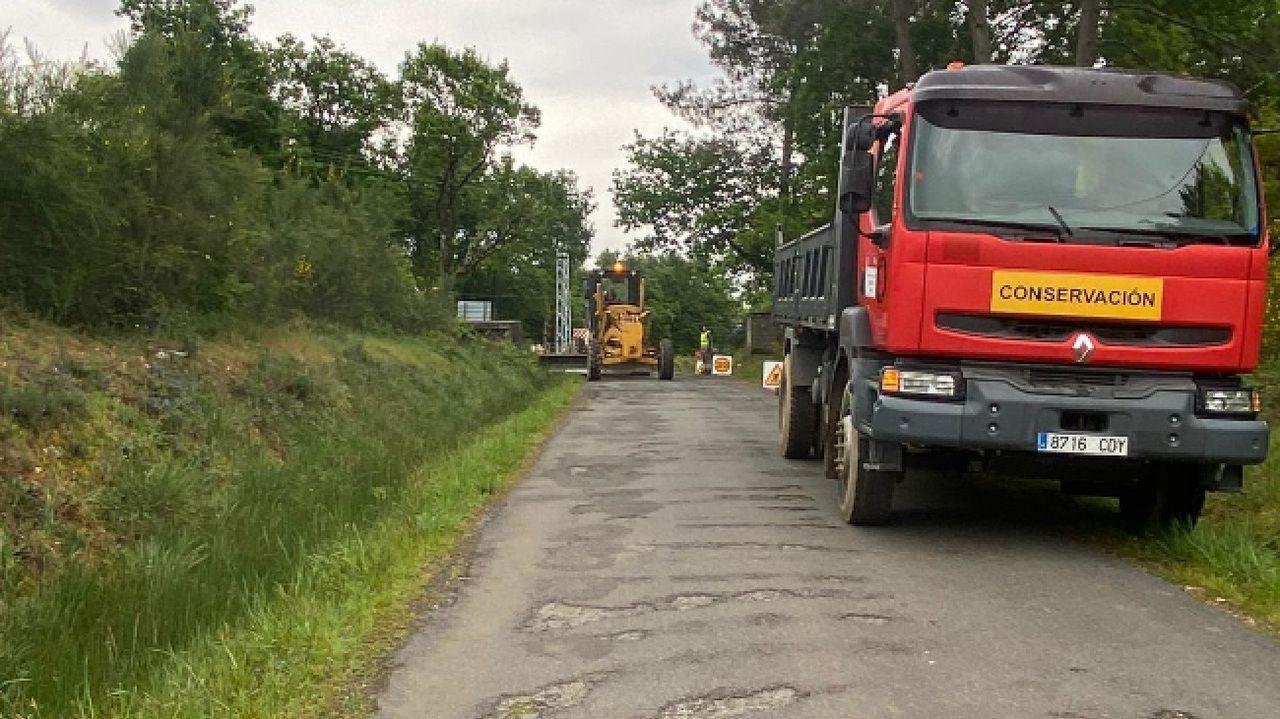 Un aspecto de las obras que se ejecutan actualmente en la carretera de Remesar