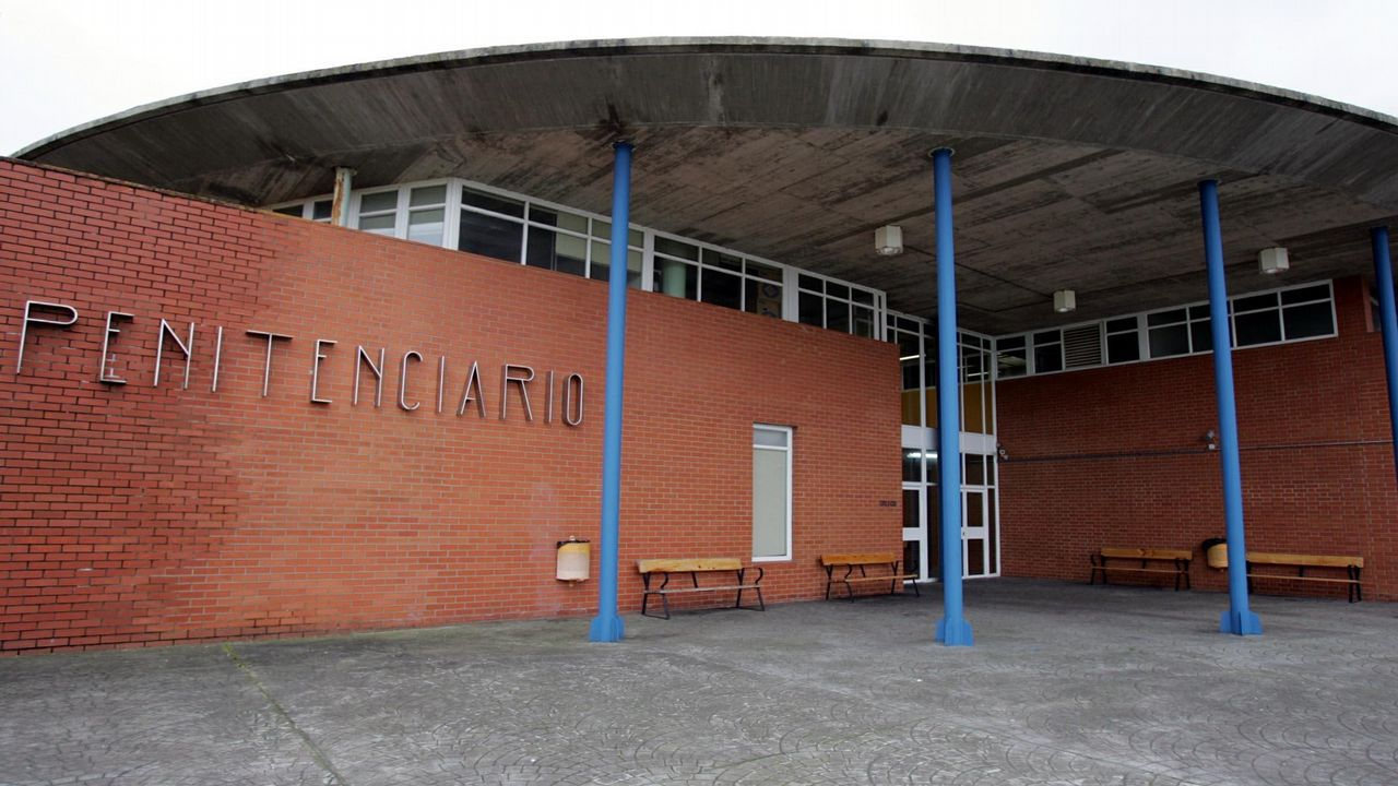 Rueda .Imagen de la entrada de la cárcel de Teixeiro