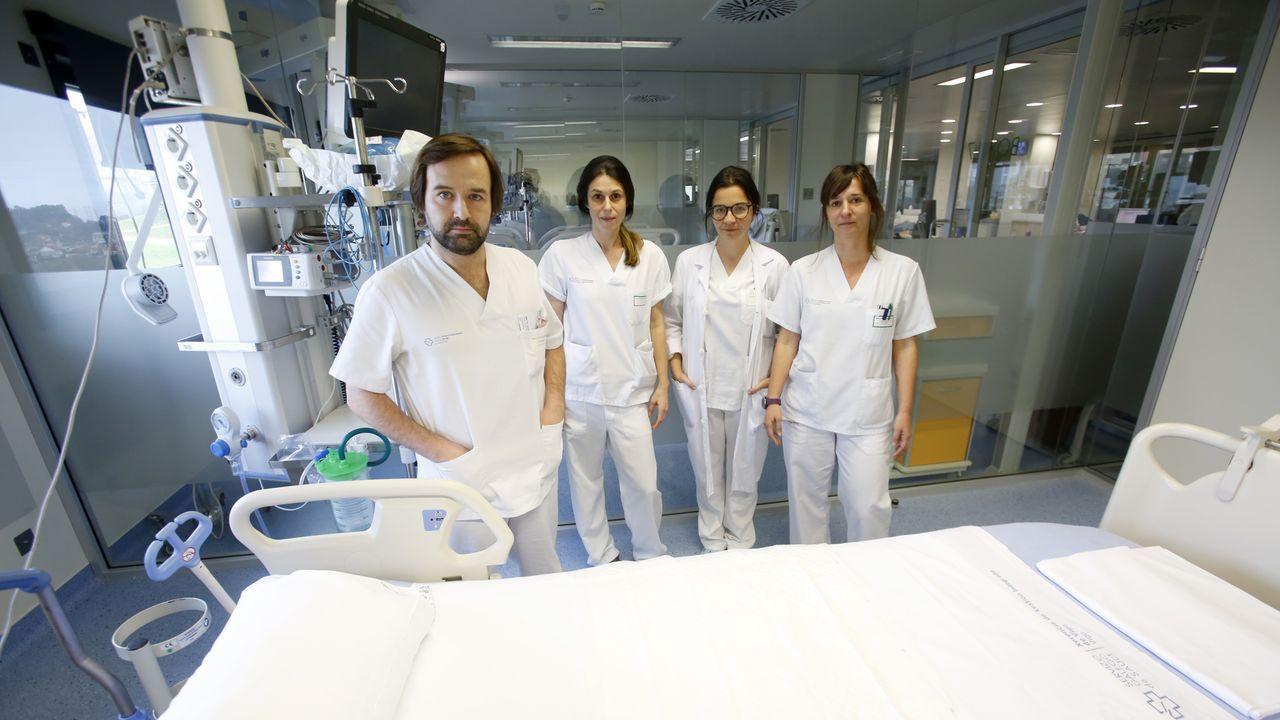 El equipo de coordinación de trasplantes del Cunqueiro: de izquierda a derecha, Lucas Lage, Vanesa Gómez, Eva Menor y Sabela Vara , todos ellos médicos de la uci