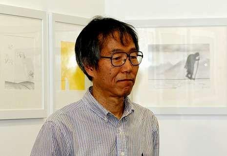 El artista mostró sus dibujos en Santiago este verano.