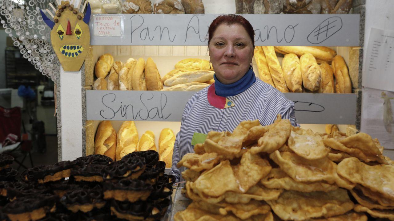 Dina Rey prepara flores y orejas en Migas desde hace 33 años