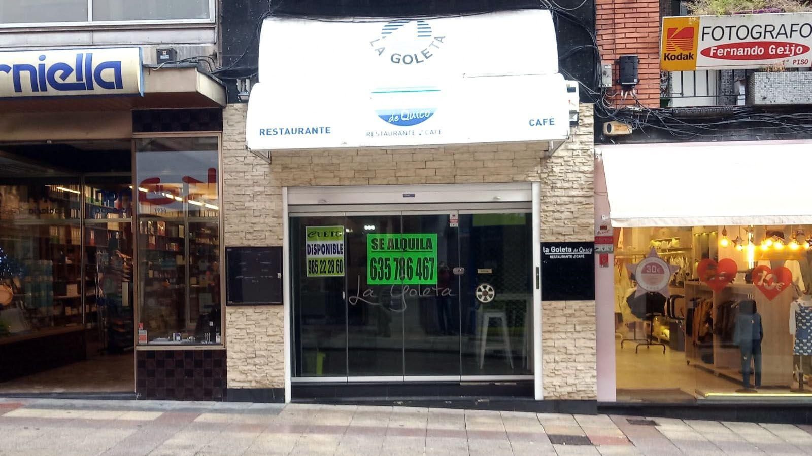 En la entrada de la Goleta ya puede leerse el cartel de «se alquila»