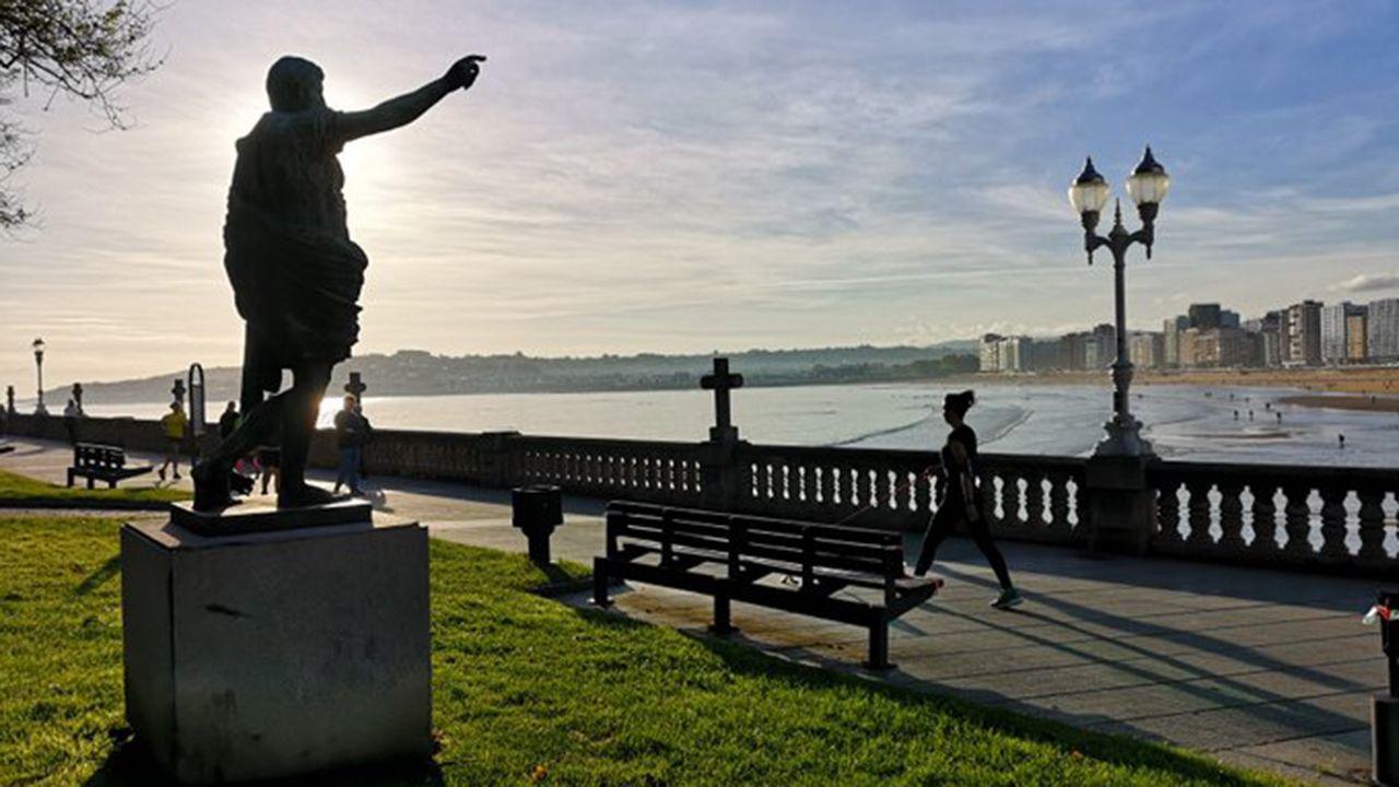 Atardecer en Gijón durante el segundo día del desconfinamiento