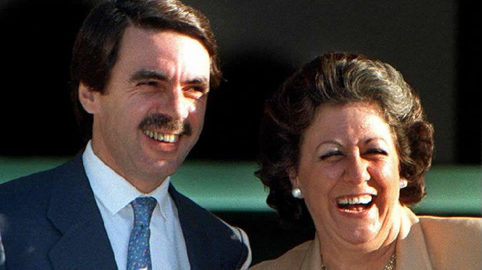 En 1991, ya con Aznar al frente del PP, Rita Barberá se convirtió en alcaldesa de Valencia, ejerciendo desde entonces el cargo con una perfil populista, yendo siempre a su aire y sin atender demasiado a los dictados del partido, en el que era ya un peso pesado.
