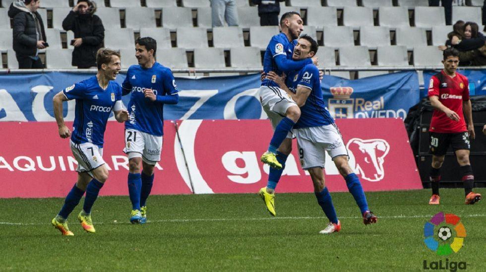 Michu Real Oviedo Nastic Carlos Tartiere.Toché celebra su gol frente al Mallorca