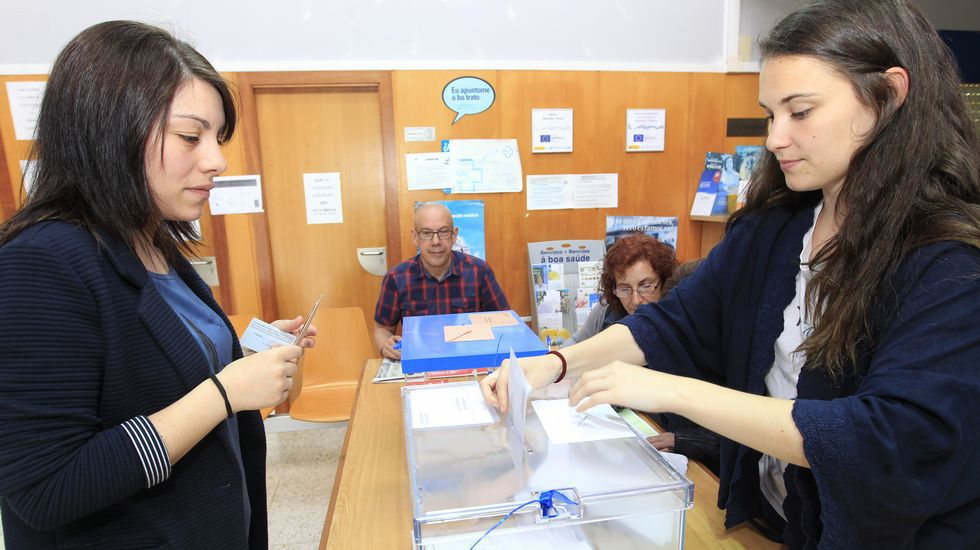 Mesa electoral en el municipio lucense de Lourenzá