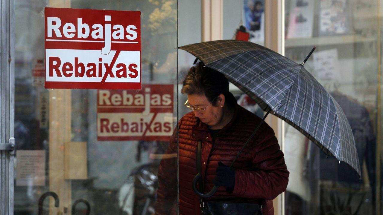 Las Rebajas arrancan con fuerza en Vigo.Adriana Domínguez, consejerara delegada, yAntonio Puente, director xeral