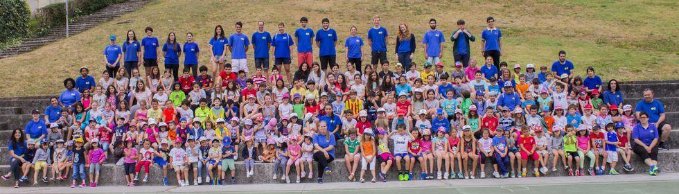 En el dinámico campamento urbano que organiza la Asociación Recreativa e Cultural Os Tilos participan esta quincena 209 adolescentes.