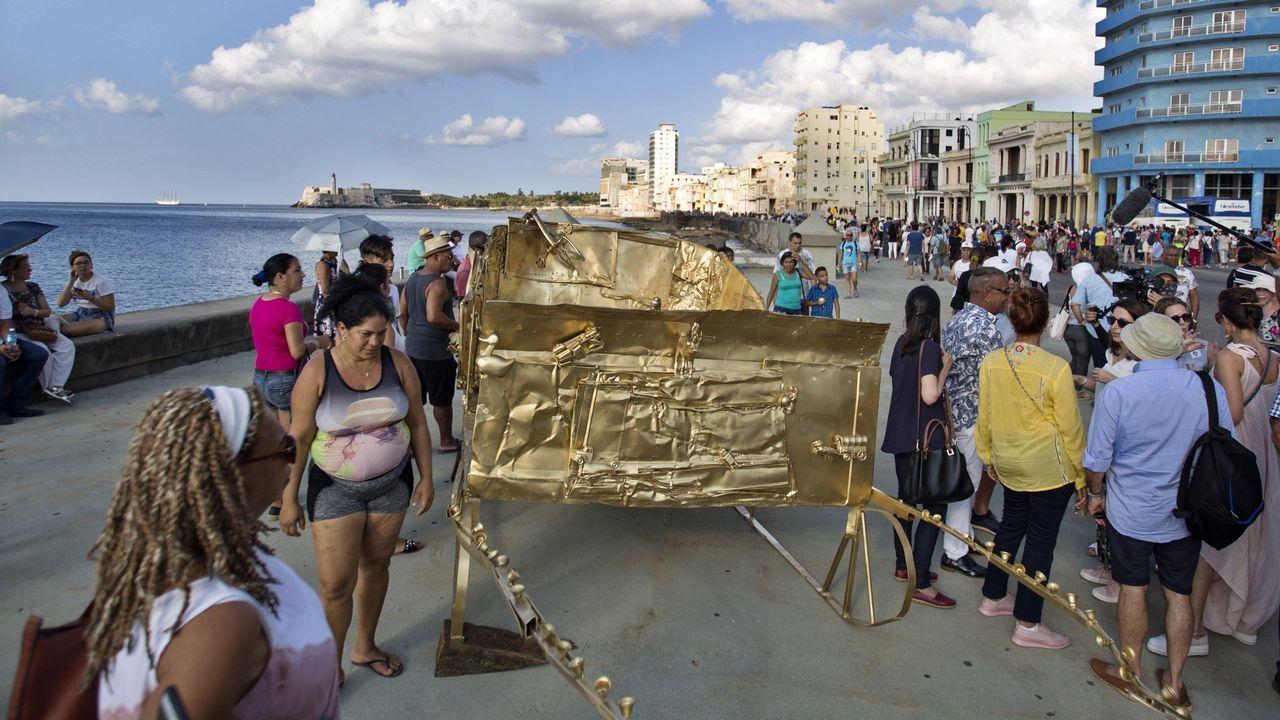 Cuatro décadas de la Ventolín en imágenes.Obras artísticas del proyecto Detrás del Muro en el malecón de La Habana