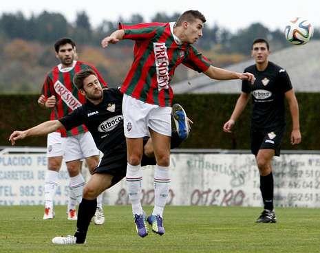 Varela realiza un despeje en el choque ante el Silva.