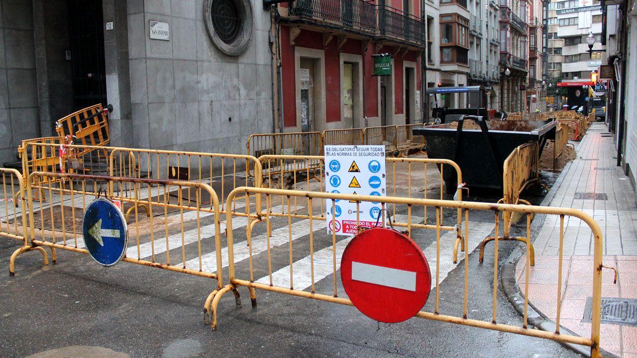 David Alonso, el avilesino con coronavirus que te pide que te quedes en casa.Obras en el centro de Gijón
