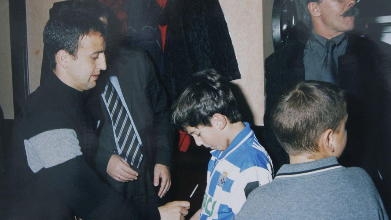 Juan Carlos, de niño, junto a Fran