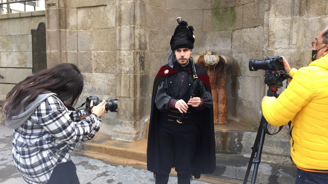 Marco Foxo graba nuevo videoclip.Justro Braga posa junto su nuevo libro, «Todos tus crímenes»
