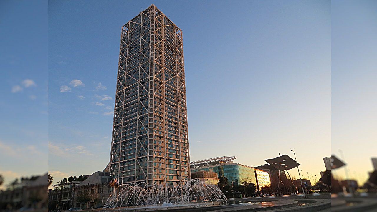 HOTEL ARTS (Barcelona) - Este rascacielos tiene 44 plantas distribuidas en sus 154 metros de altura