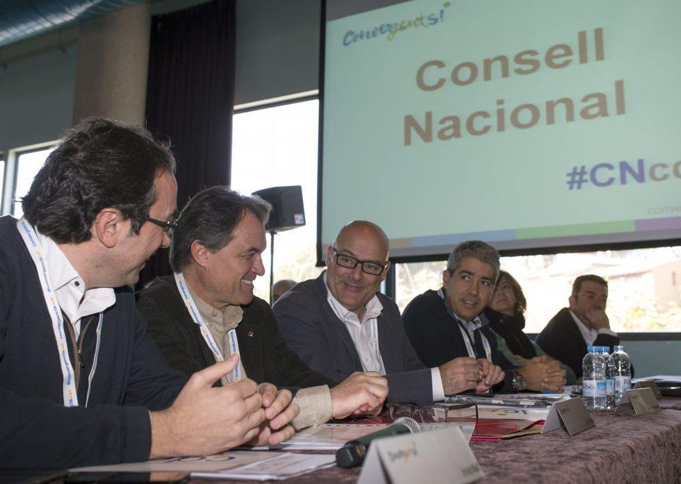 De izquierda a derecha, el coordinador de CDC, Josep Rull; Artur Mas; el diputado Lluis Corominas, y el consejero de Presidencia, Francesc Homs, durante el consejo nacional celebrado ayer en Barcelona.