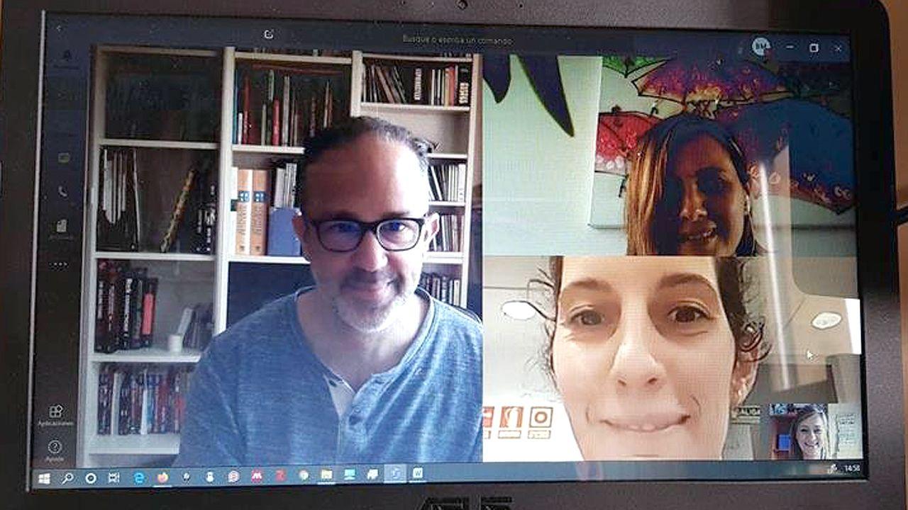 Reunión telemática de cuatro responsables del equipo de vigilantes del coronavirus en Asturias: Pablo Pérez Solís, Ana M. Baltar Barrio, Ana Fernández Ibáñez y Beatriz Braña