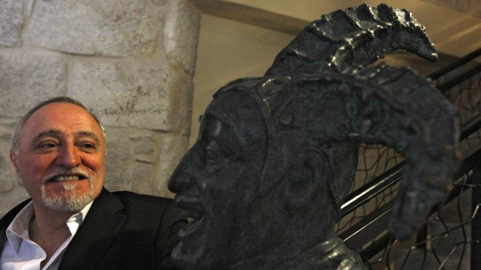 Así ha castigado el temporal a Ourense.Moncho Borrajo invita a quienes entran en «Visita Molgas» a conocer su museo