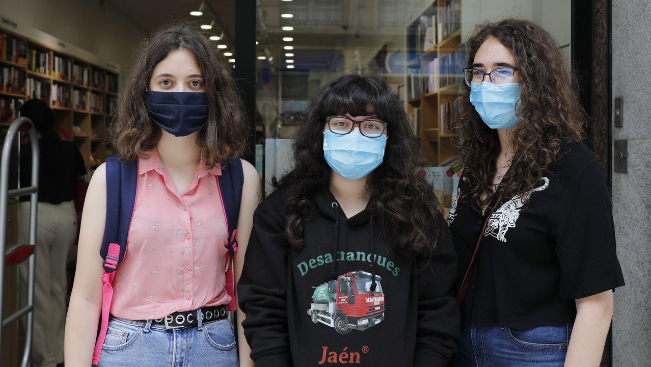 Jennifer, Ángela y Carla, en la cola de Nobel