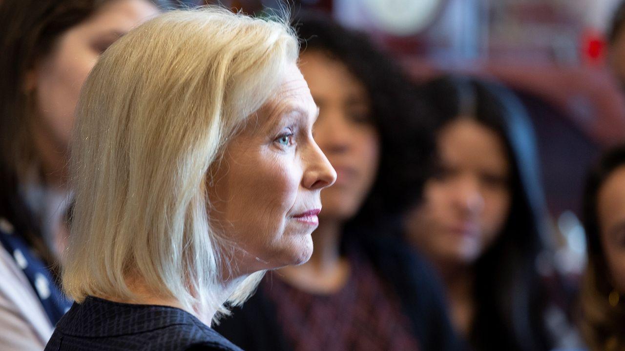 La candidata demócrata Kirsten Gillibrand es la primera mujer en retirarse de la carrera presidencial
